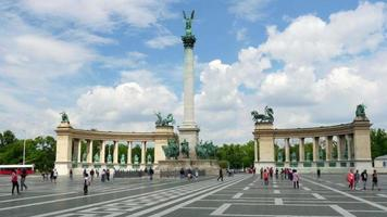 piazza degli eroi di budapest