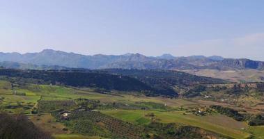 spanje zonnige dag berg medow bovenaanzicht 4k in de buurt van ronda