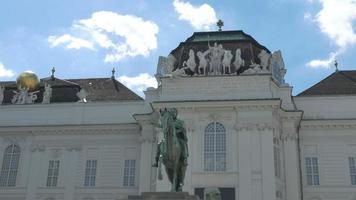 palazzo hofburg nelle statue di vienna
