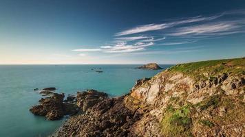 Frankreich berühmte Bucht Felsen Hügel Sonnenuntergang Panorama 4k Zeitraffer video