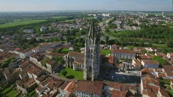 frankrijk, charente-maritiem, saintes, luchtfoto van st. eutrope kerk video