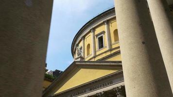 itália milão dia ensolarado san carlo al corso coluna quadrada topo panorama 4k video