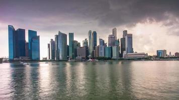Singapur tormenta cielo marina bahía centro panorama 4k lapso de tiempo