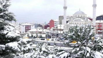 neve chovendo em Istambul, Turquia, dia de neve video