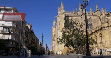 siviglia giorno luce strada principale vicino alla cattedrale 4k spagna video