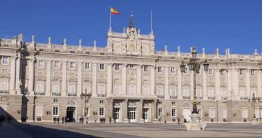 Spagna madrid giornata di sole palazzo reale ingresso principale 4K