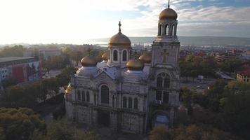 die Kathedrale der Annahme in Varna, Luftaufnahme, Video