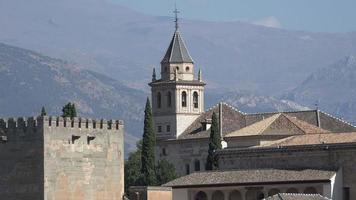 torre do sino de alhambra do castelo espanhol video
