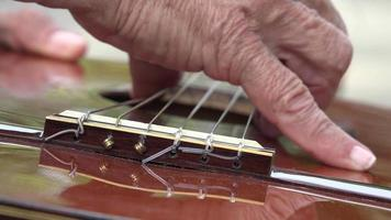 corde per chitarra acustica video
