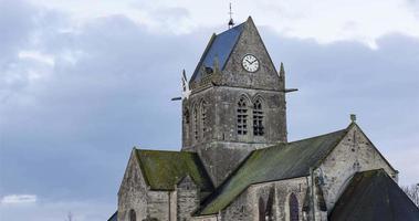 sainte-mère-eglise, frankreich - zeitraffer - die kirche