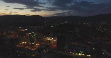 Luftaufnahme von Sarajevo bei Nacht, Bosnien und Herzegowina video