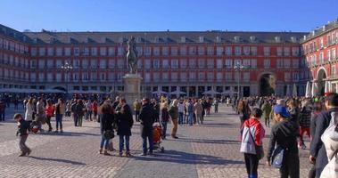 Spagna giornata di sole tempo madrid turistico luogo plaza mayor 4K video