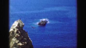 1952: os mergulhadores do penhasco saltam o hotel la quebrada el mirador.