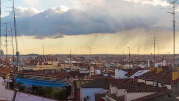 Panorama de la azotea de la ciudad de madrid día soleado 4k lapso de tiempo España