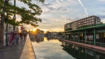 Italien Mailand Stadt Sonnenuntergang berühmte Darsena Kanal Panorama 4k Zeitraffer