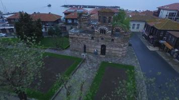 vecchia chiesa all'alba video