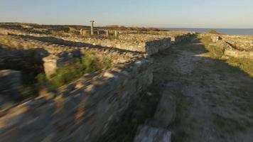 Foto aérea de 4k de histria - o assentamento urbano mais antigo em território romeno (657 aC)