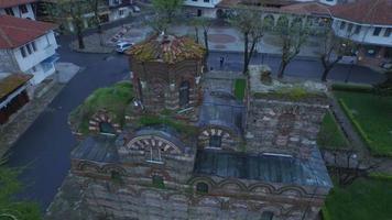 vecchia chiesa all'alba