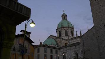 Italia estate crepuscolo cielo como città principale cattedrale superiore anteriore panorama 4K
