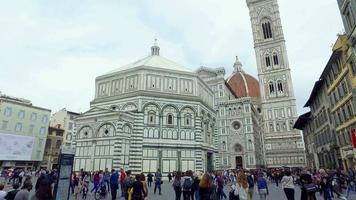 una veduta della basilica di santa maria del fiore a firenze