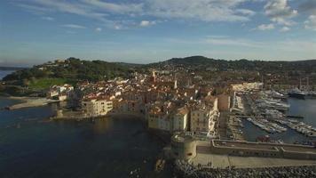francia, riviera francesa, vista aérea de st tropez, 4k, película uhdv video