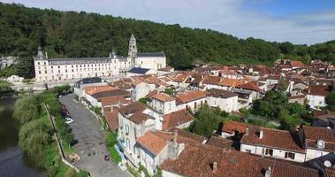 Benediktinerabtei von Brantome und Fluss und Umgebung