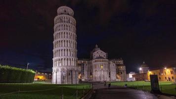 Italien Pisa Stadt berühmten Turm und Kathedrale Haupteingang Nachtlicht Panorama 4k Zeitraffer