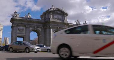 spain madrid sunny day traffic circle triumphal arch 4k