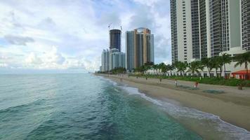 video aéreo playa de islas soleadas