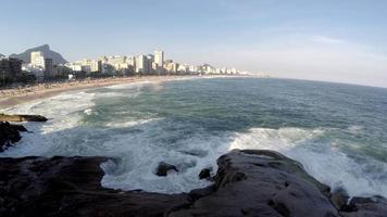 vista aérea da praia de ipanema no rio de janeiro, brasil