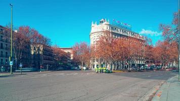 madrid mattina soleggiata traffico strada hotel vista 4k lasso di tempo spagna