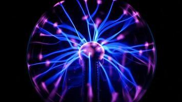 Bobina de tesla - arcos y rayos eléctricos de plasma (lazo) video
