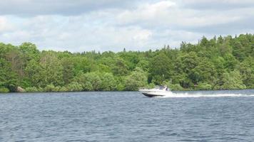 Schnellboot auf skandinavischen Gewässern in der Nähe von Stockholm, Schweden
