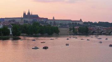 vista praga ao pôr do sol, república checa