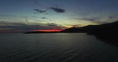vista aerea del tramonto sull'isola di Cres video