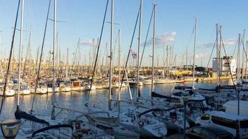 barcellona yacht dock luce del sole 4k lasso di tempo spagna video