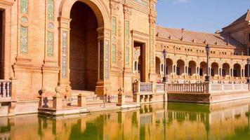 Sonnenlicht Sevilla Palast von Spanien Front Teich Reflexion 4k Zeitraffer Spanien