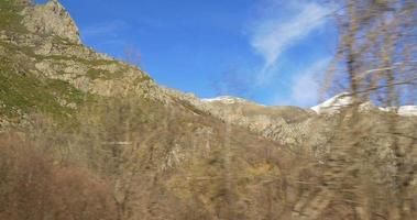 montagne innevate cime vall de nuria treno vista 4k spagna