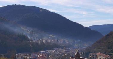 ribes de freser mattina montagna città vista panoramica 4K