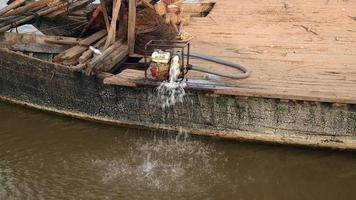 Motorboat using a water pump