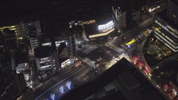 trânsito noturno na cidade de Tóquio