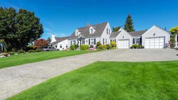 exterior de casa suburbana americana pitoresca video