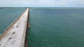 Luftdrohnenvideo der verlassenen Eisenbahn in den Florida Keys