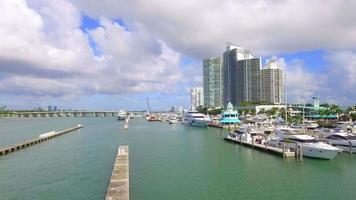 video aéreo del puerto deportivo de miami beach