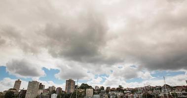 nuvens sobre uma cidade video