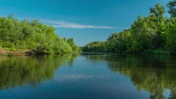 fiume natura giornata di sole vacanza viaggio timelapse video