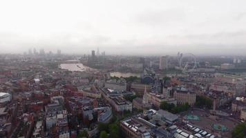 Vista aérea del hermoso amanecer en la ciudad de Londres, monumentos emblemáticos del horizonte video