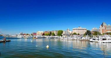 4k bateaux à voile et touristes, port de Victoria Canada City, heure d'été