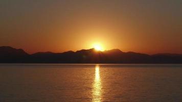 timelapse all'alba, alba calda mattina, da notte a giorno, video