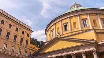 Italia cielo soleggiato Milano centro città San carlo Chiesa panorama superiore 4K lasso di tempo video